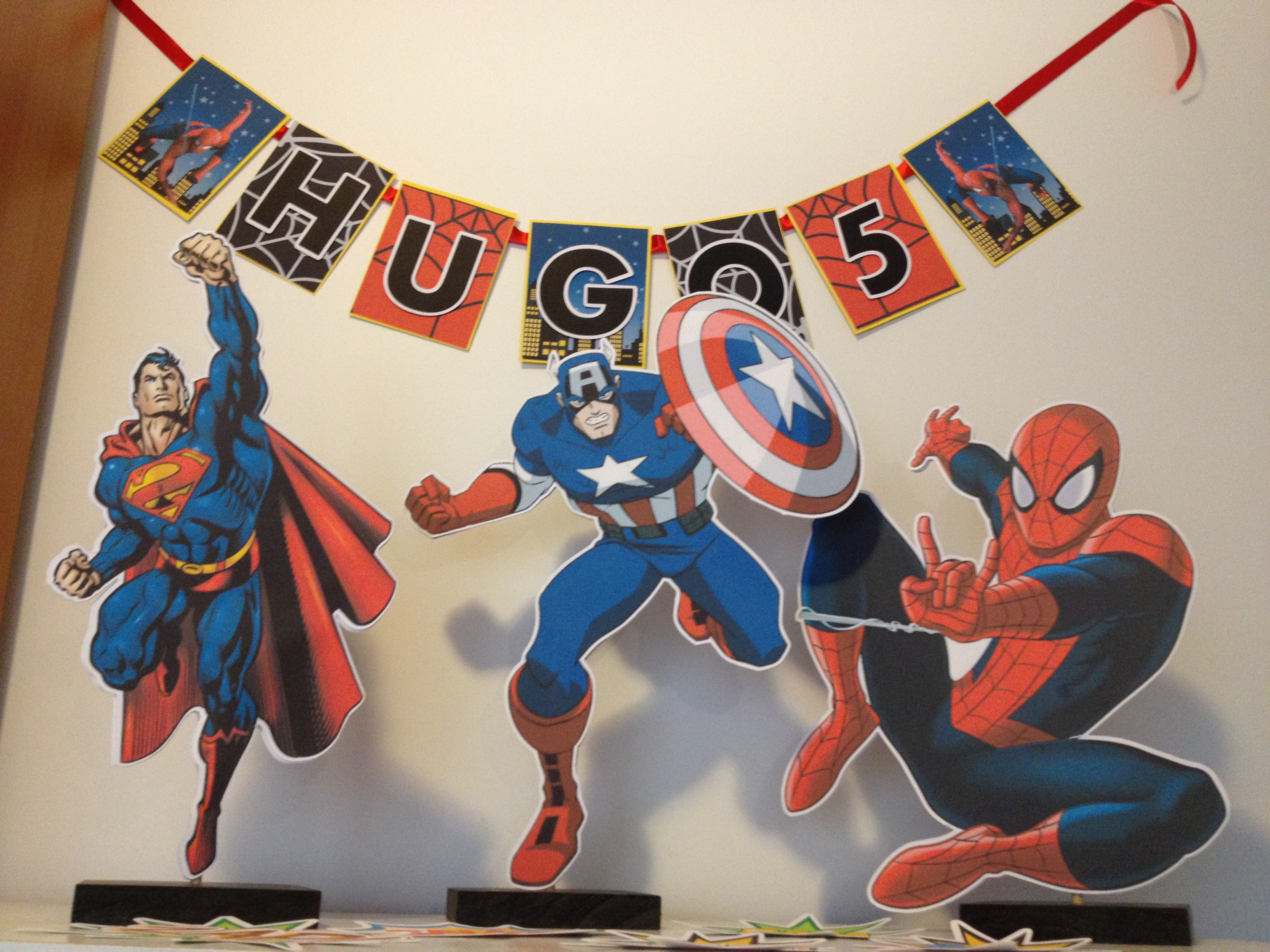 Superhero Birthday party table decorations tutorial & free printables