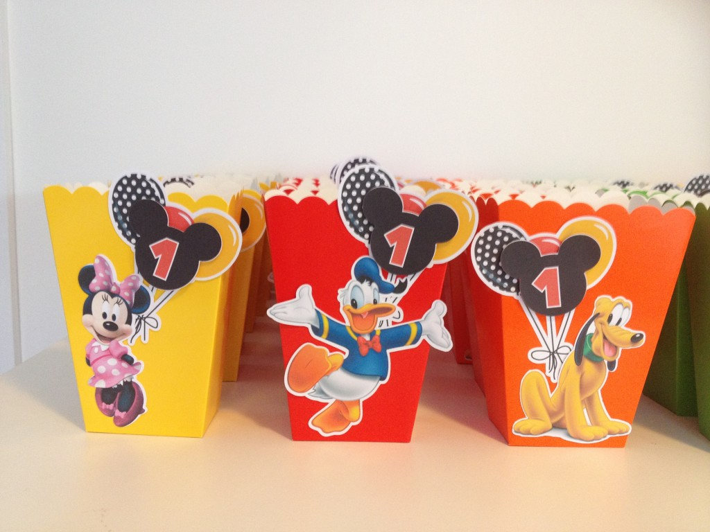 Mickey Mouse party favour boxes with tutorial and free printables