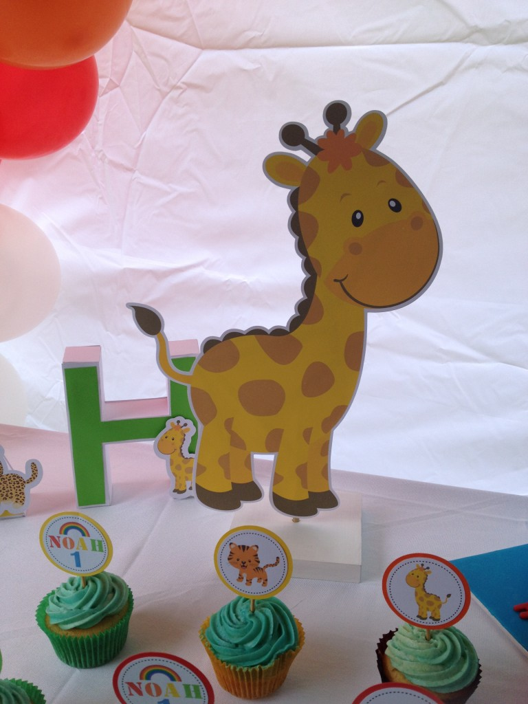 Noah's ark Giraffe centerpiece tutorial and free printable