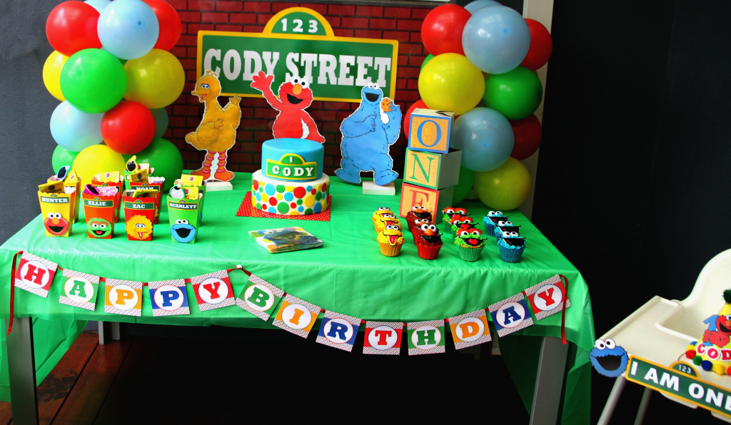 Sesame street birthday party decorations free printables included